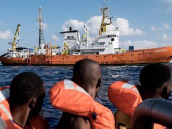 Spanyolország Felajánlotta Segítségét A Migránshajónak