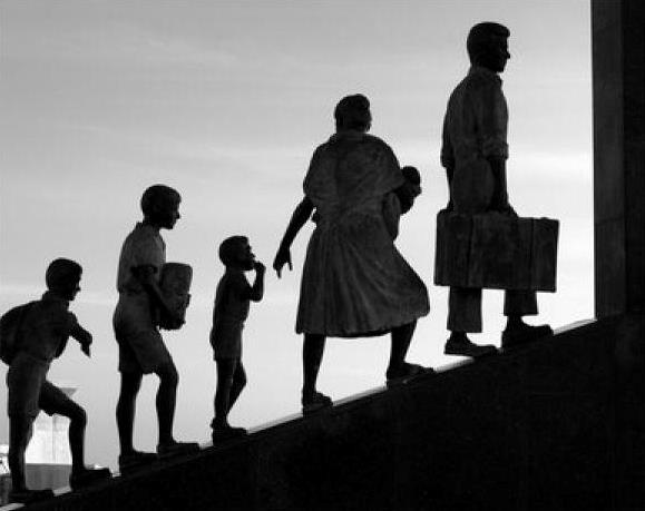 A Nettó Migráció és A Menedékkérők Beáramlásának Makrogazdasági Hatásai 1985 és 2015 Között