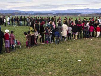 Hetvenezres Tömeg Tartózkodhat A Balkáni útvonalon