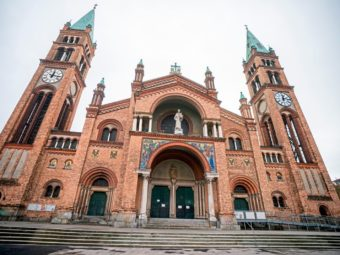 A CHURCH IN WIEN WAS ATTACKED