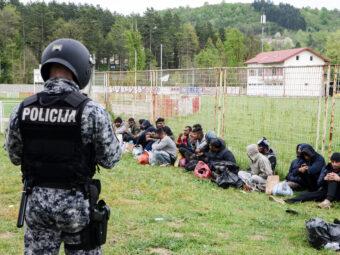 Több Tízezer Irreguláris Bevándorló Tartózkodik A Balkánon
